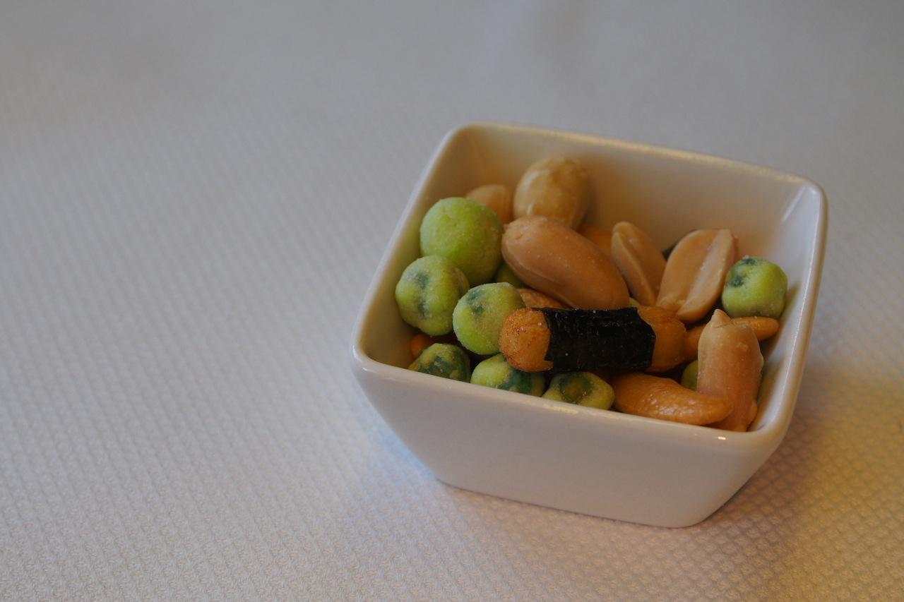 花生 唔知係咪飛日本嘅關係 有wasabi 豆