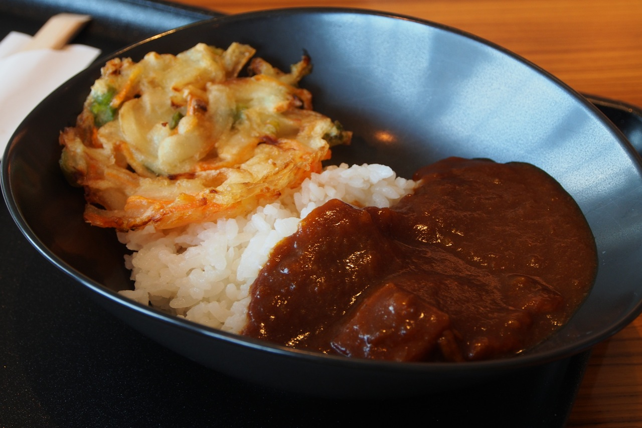 咖哩飯👍 + 炸野菜餅 curry rice + vegetable tempura
