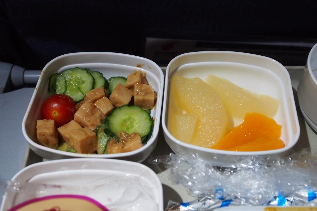 雞肉沙律及生果